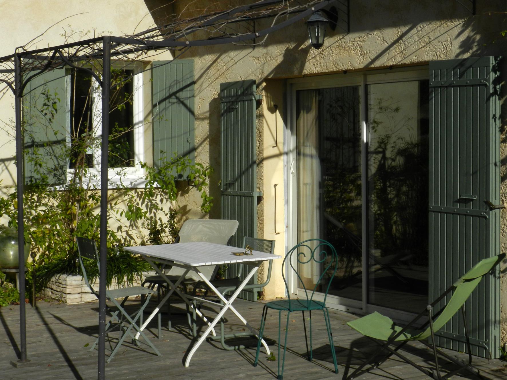 La terrasse ouest pour des petits déjeuners