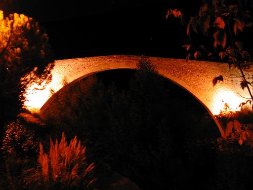 Le pont roman illuminé