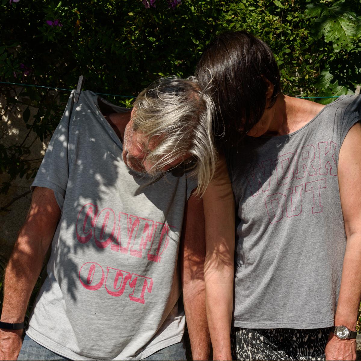 Comme deux vieux Tshirts confinés