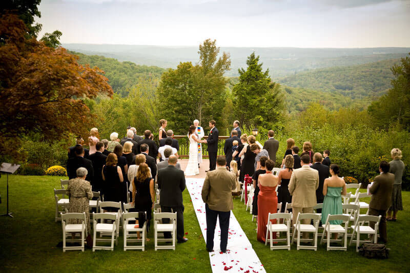 Get cheap wedding ideas on a budget, plus outdoor Pennsylvania wedding venues. Get affordable wedding ideas, Philadelphia wedding venues, Poconos wedding venues & Bucks County wedding venues. #cheapwedding #budgetwedding #wedding #pennsylvaniawedding