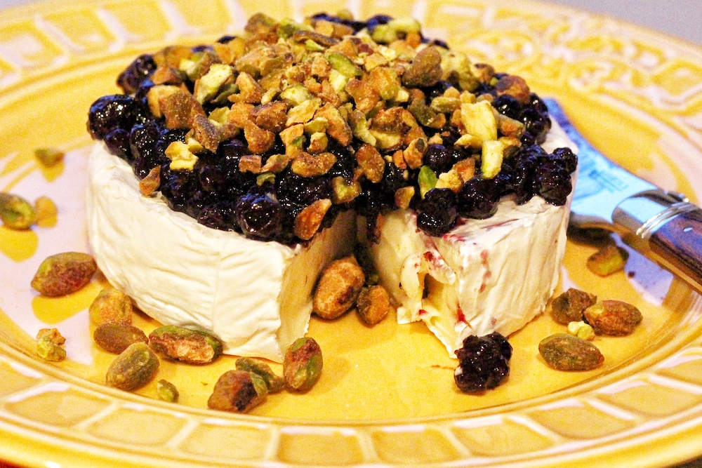 Easy Brie Cheese Appetizer with Blueberries