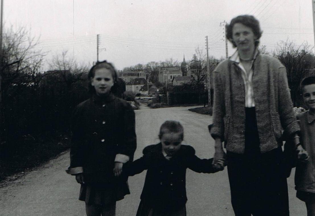 Maman avec Annick et Cathy
