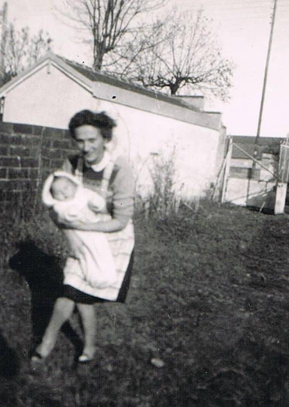 Maman avec Annick bébé en Novembre 1947