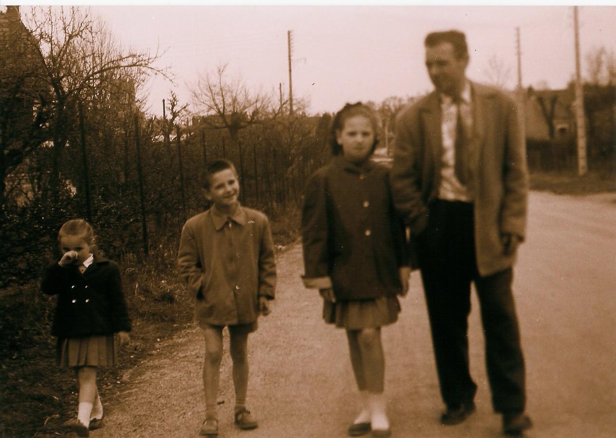 Papa avec Annick, Joël et Cathy