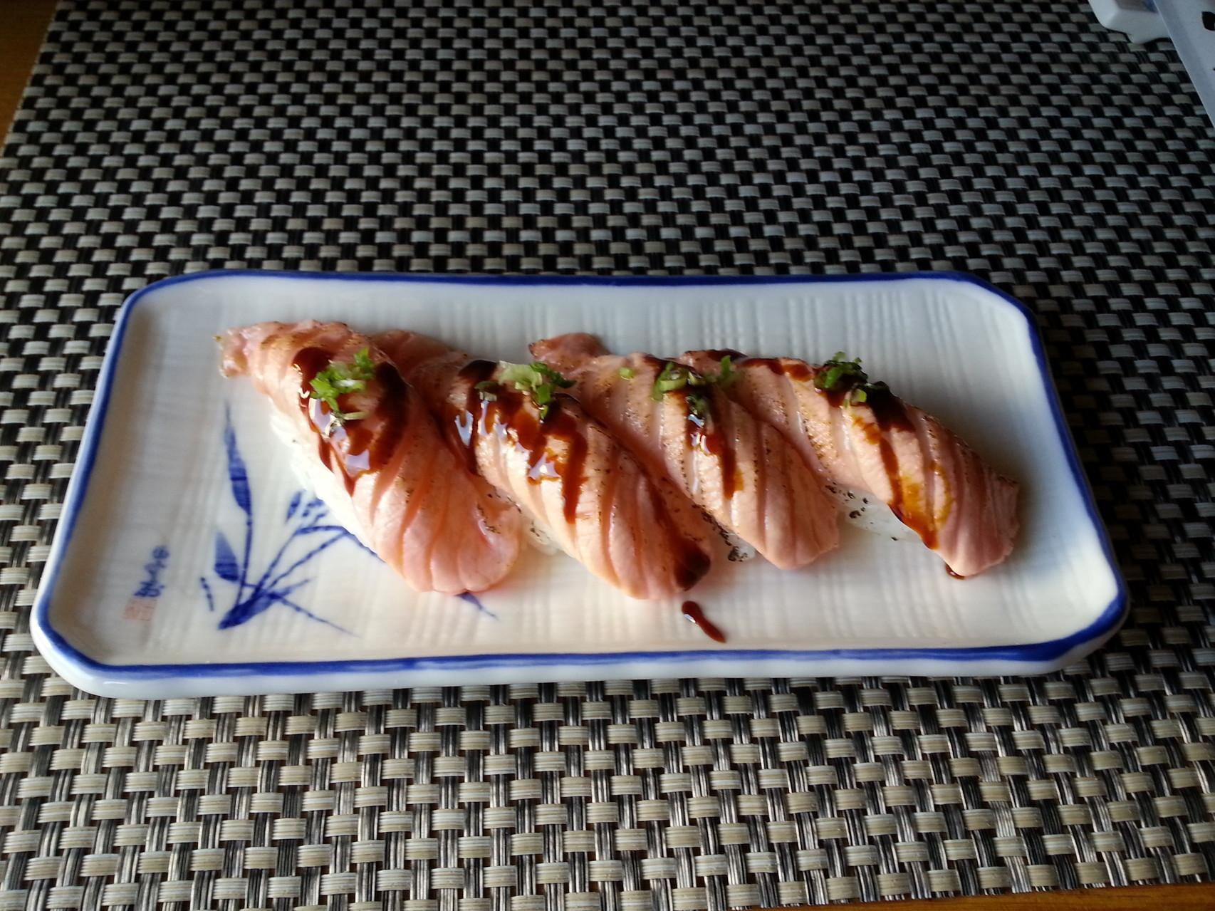 Sushi flambiert