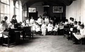 Salone, ora di lavoro, 1920