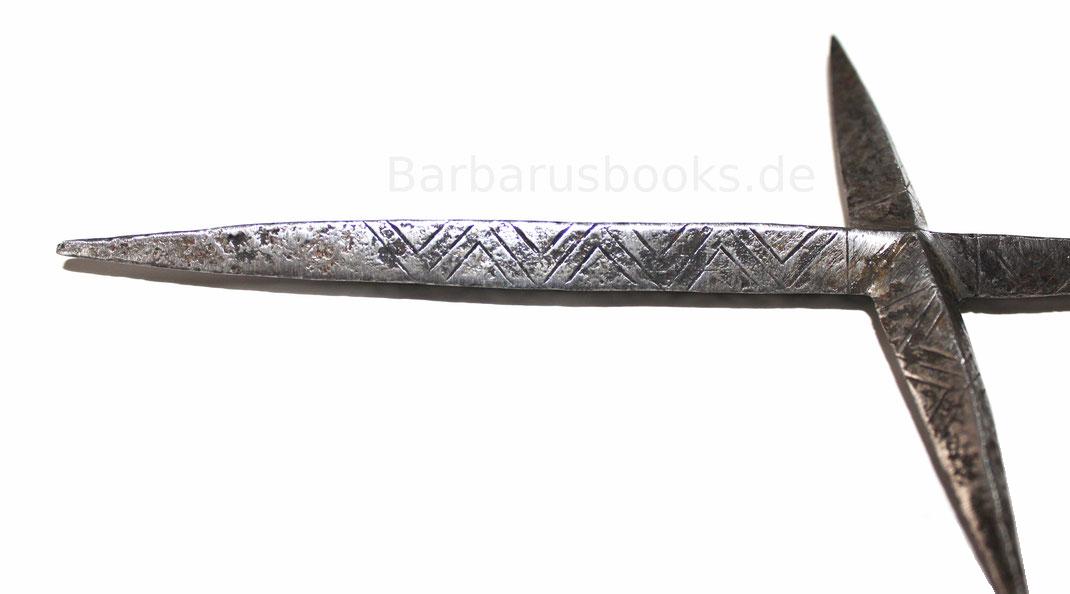 Wurfkreuz Detailansicht mit Gravuren