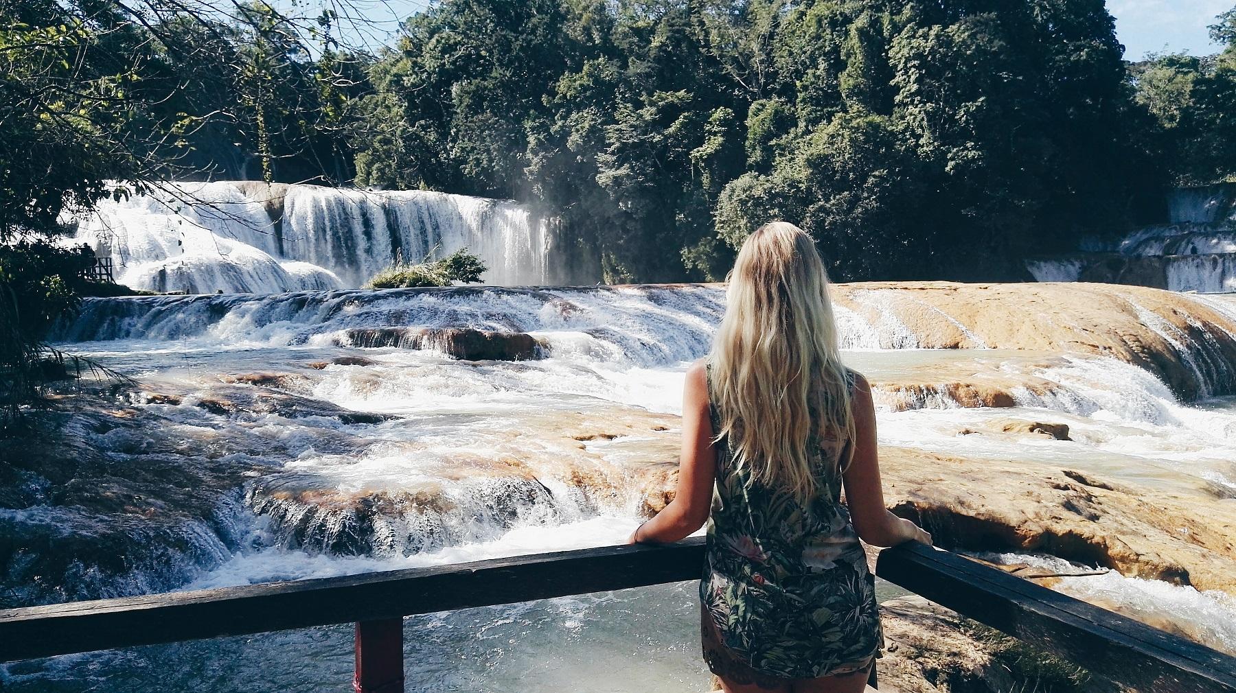 Hier findest du die schönsten Mexiko Reiseziele und Sehenswürdigkeiten. Erkunde die Maya Ruinen von Palenque und starte in dein Dschungel Abenteuer. Ein absoluter Geheimtipp sind außerdem die Wasserfälle Misol-Ha und Cascades de Agua Azul.