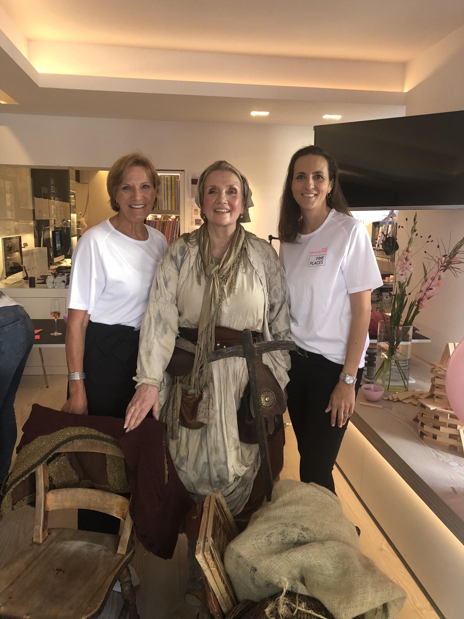Unsere Märchenerzählerin mit Margot Blume-Gast und Sarah Seifert