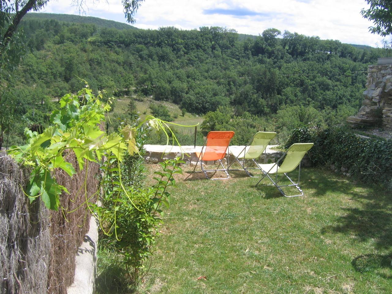 le jardin-terrasse à 50 m