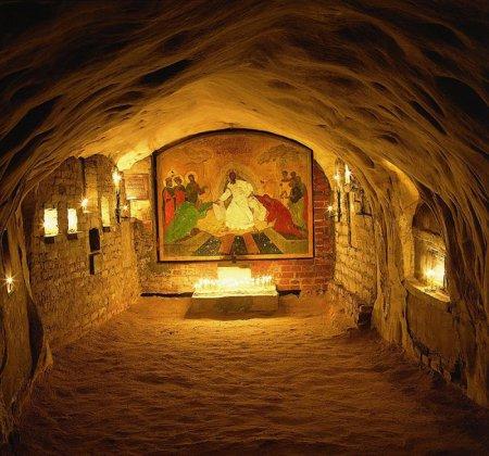 Свято-Успенский Псково-Печерский монастырь. Богом зданные пещеры.