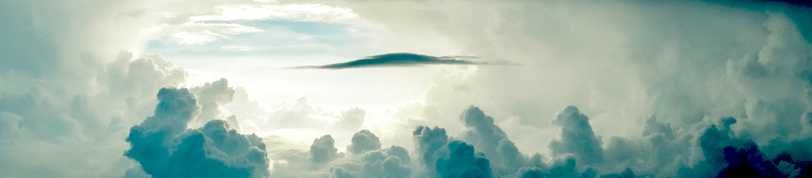 Lichtblick inmitten eines wolkenverhangenen Himmels