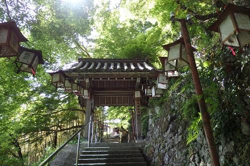 新緑の頃に訪れたときの大師山寺さん 山の上にあります