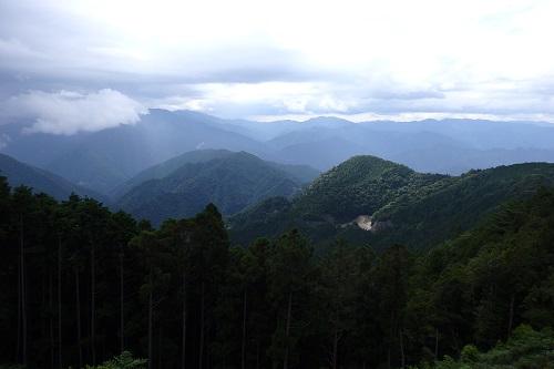 玉置神社から眺める龍神方面の山並み