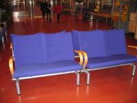 駅構内のベンチ。やはりセンスがいい
