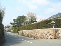 冬至採掘された岩を再利用・住宅と石垣がゴージャスにマッチしてます。