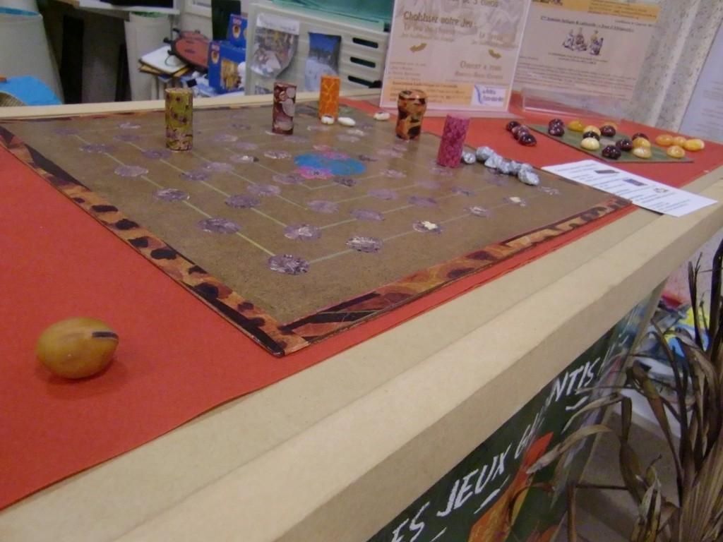 le jeu d'hyène et le seega proposés pour l'atelier de fabrication