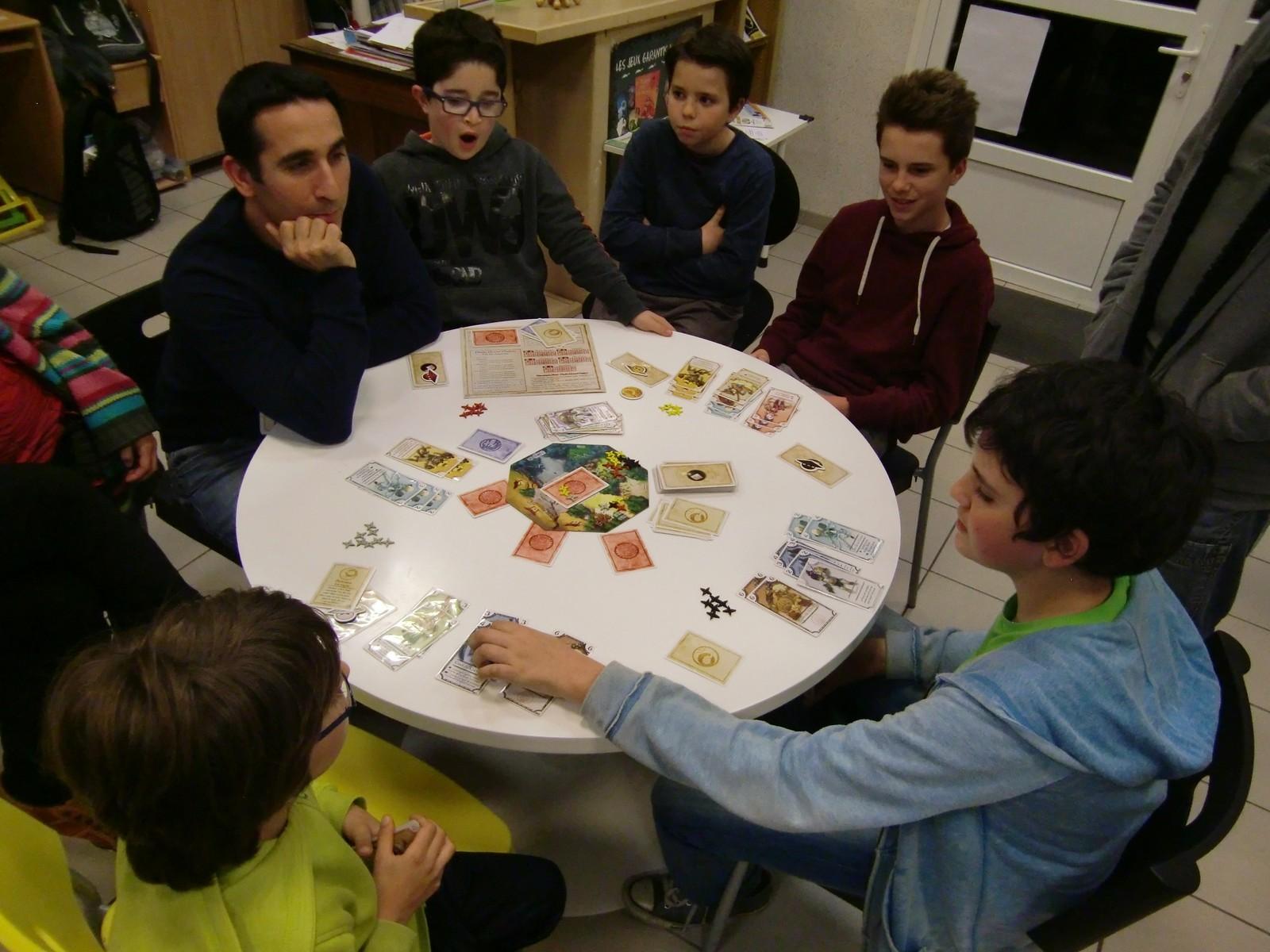 la table finale : trois joueurs en sont à 3 clans, on approche de la fin...