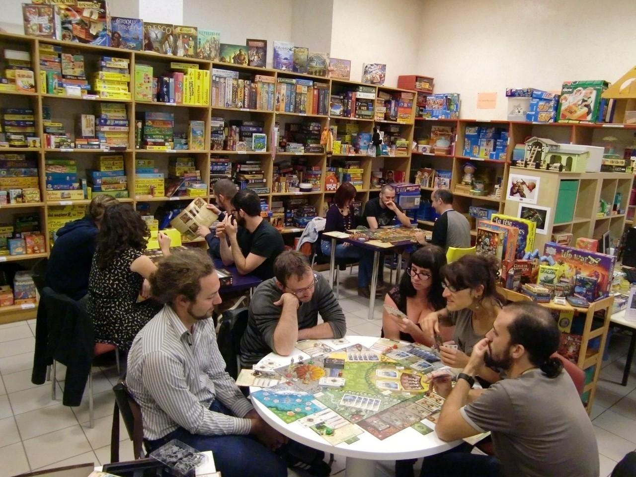 une petite quinzaine de joueurs partie sur des jeux coopératifs