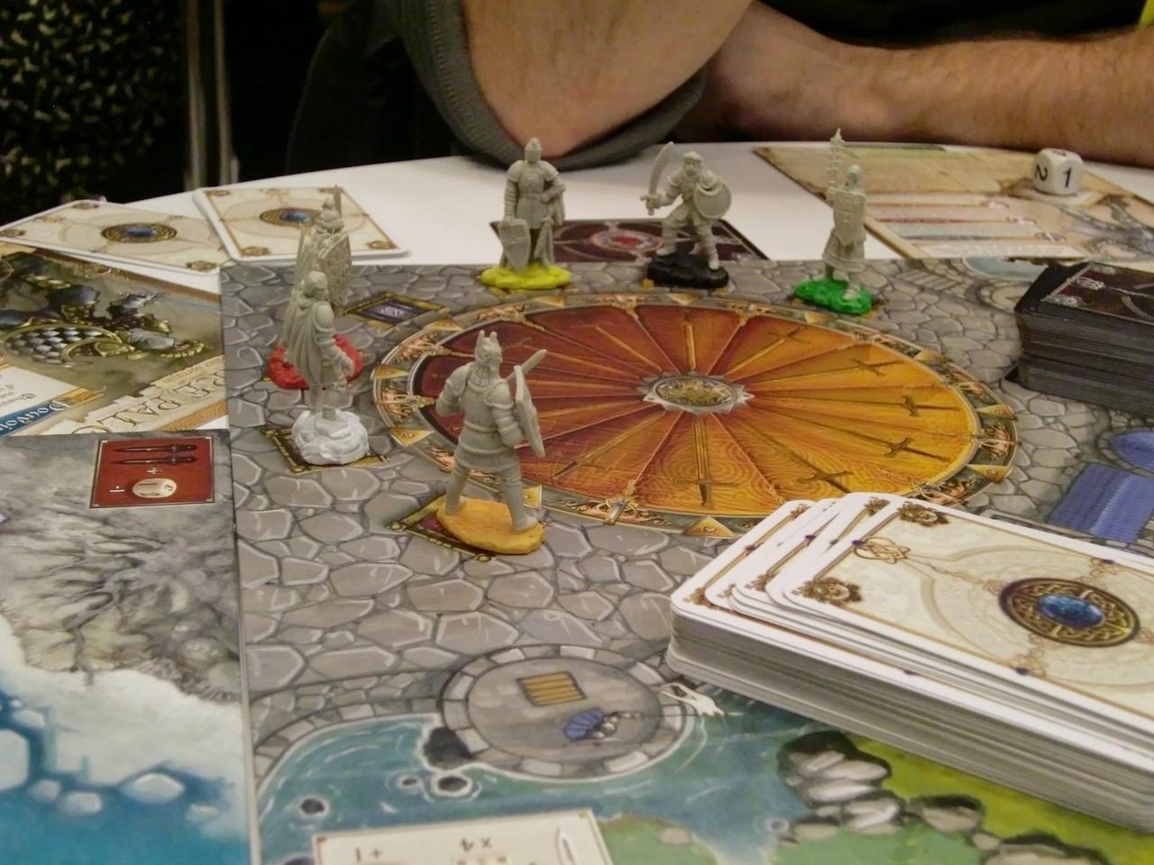 autour de la Table Ronde, six chevaliers sont réunis (y'a-t-il un félon parmi eux?)