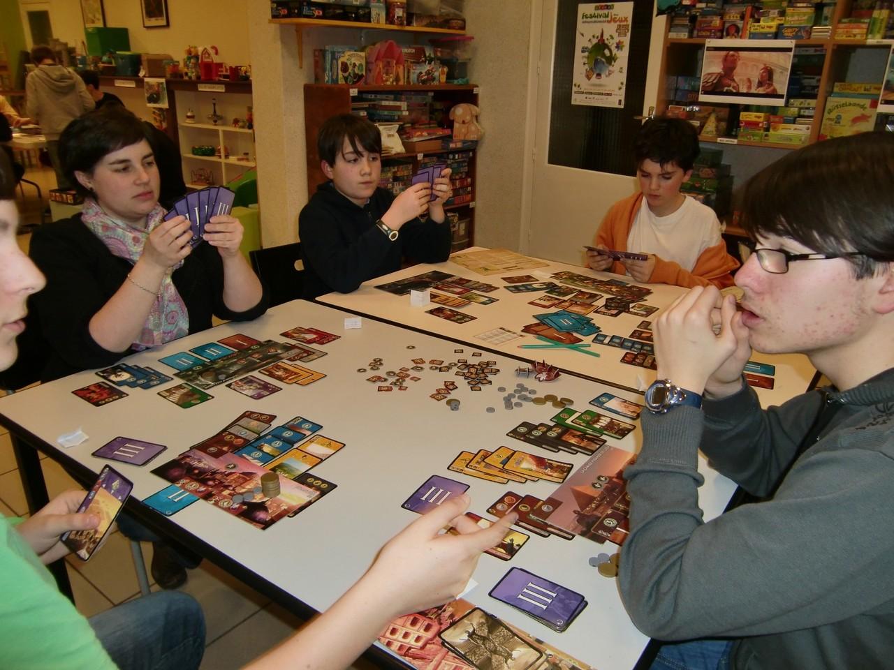 certains joueurs n'hésitent pas à utiliser les cartes noires de l'extension Cities... attention aux coups bas !