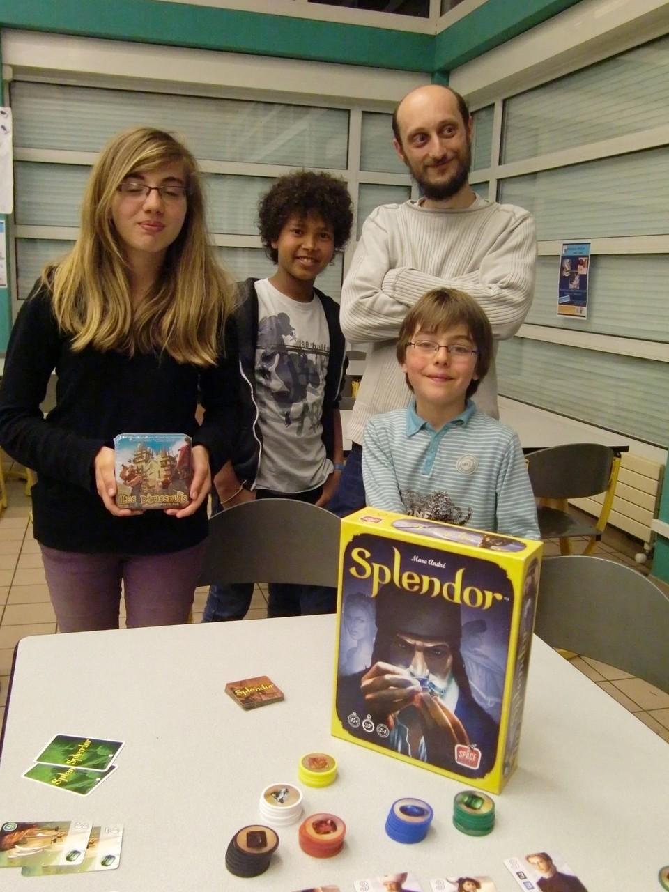la gagnante du tournoi, Sarah, et les trois autres finalistes