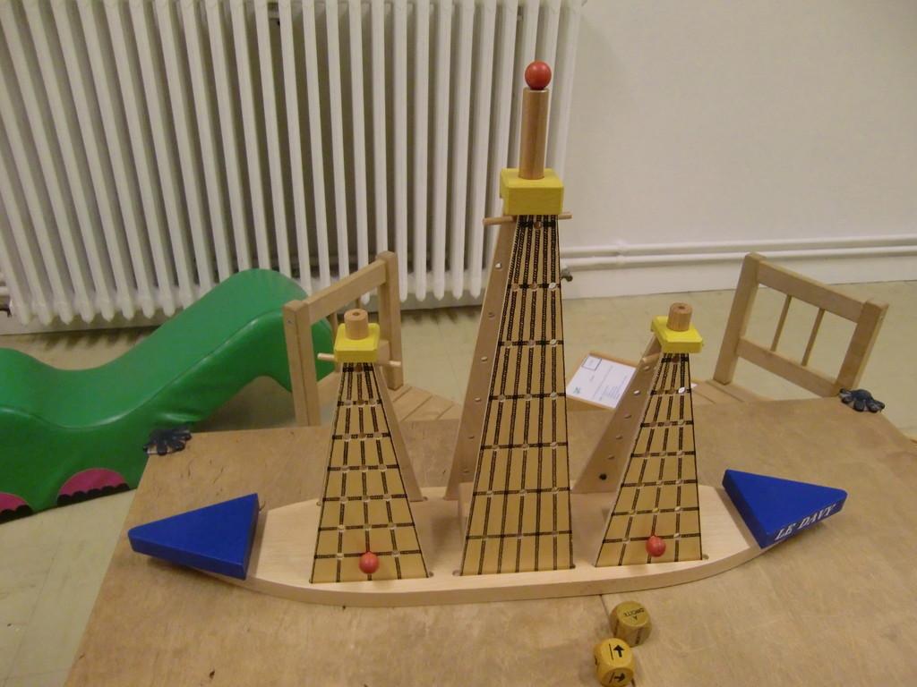 Navy, un très joli jeu en bois apporté par la ludothèque de Créon