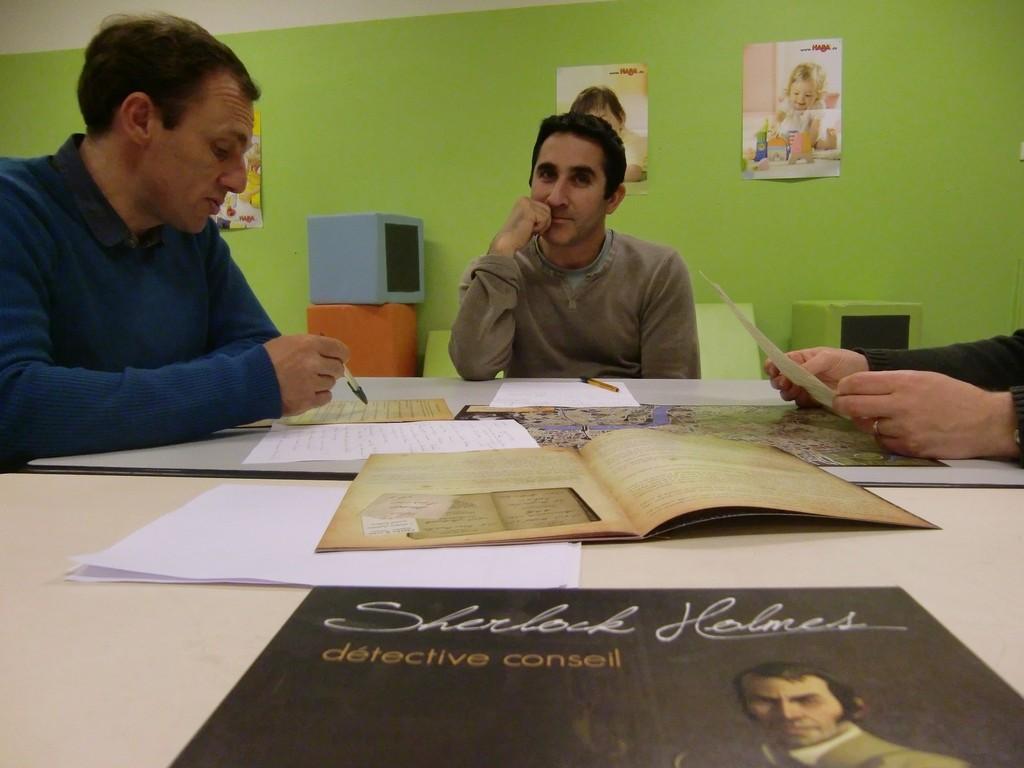 Sherlock Holmes, pour mener l'enquête, il faut relire ses notes...
