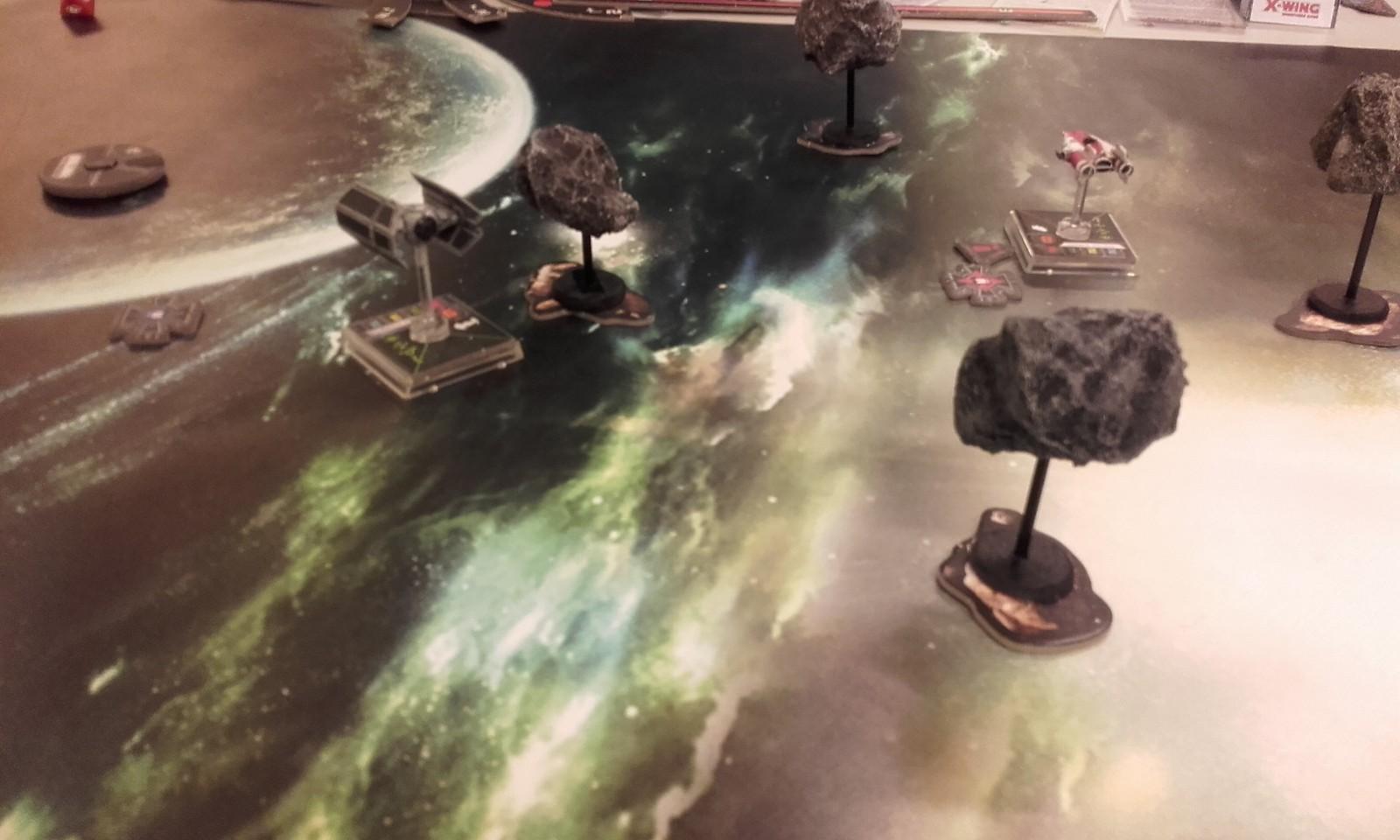 course poursuite au milieu des astéroïdes