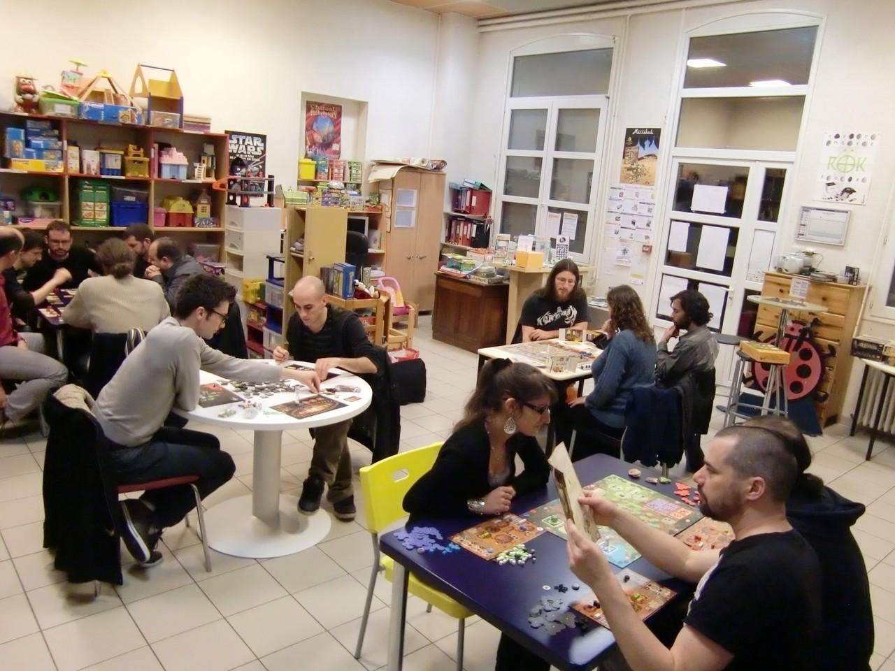 une quinzaine de joueurs répartis sur 4 tables : Fresco, Myrmes, Galaxy Trucker et Augustus