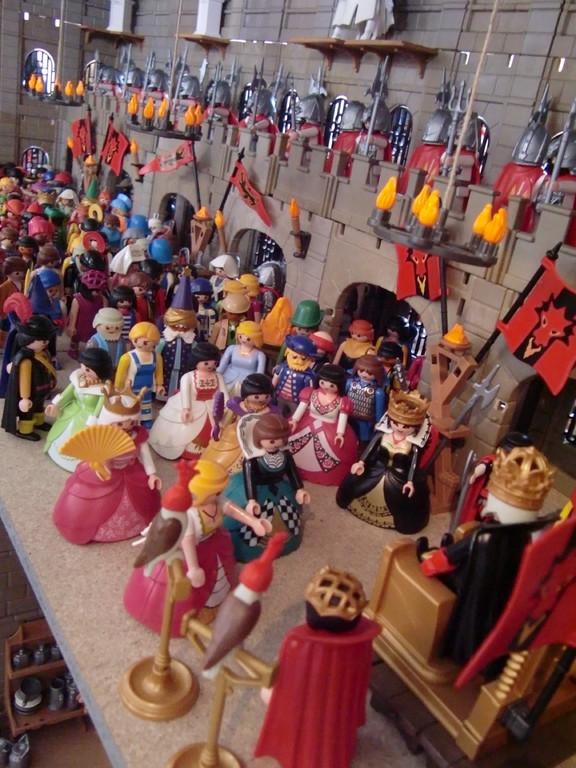la cour du Roi dans un château assiégé