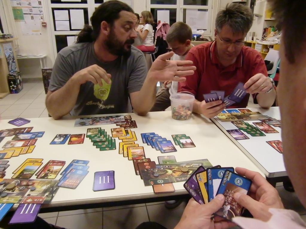 du coup, le prochain joueur aussi a trop de bonnes cartes