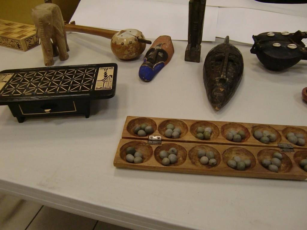 mancala wari (6x2 trous), masques et fanorona