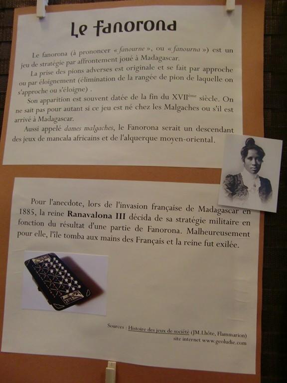 panneau sur le fanorona et la reine Ranavalona III