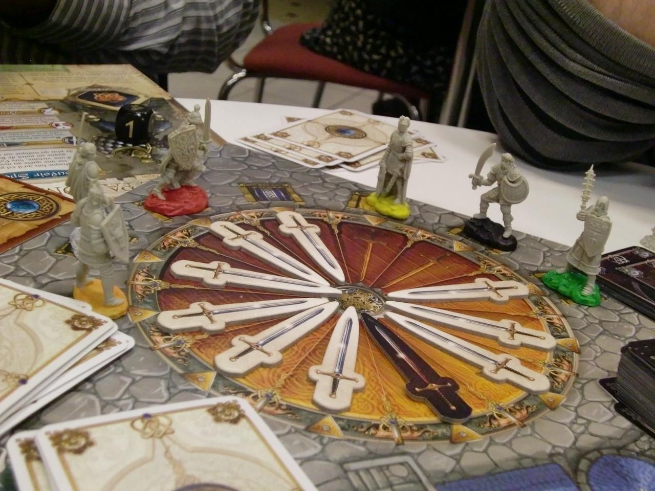 la victoire (nette) approchant, les chevaliers se réunissent autour de la table ronde