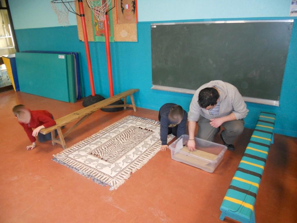 [APS Cénac] explication du Targui (jeu des touaregs joué dans le sable du Sahara)
