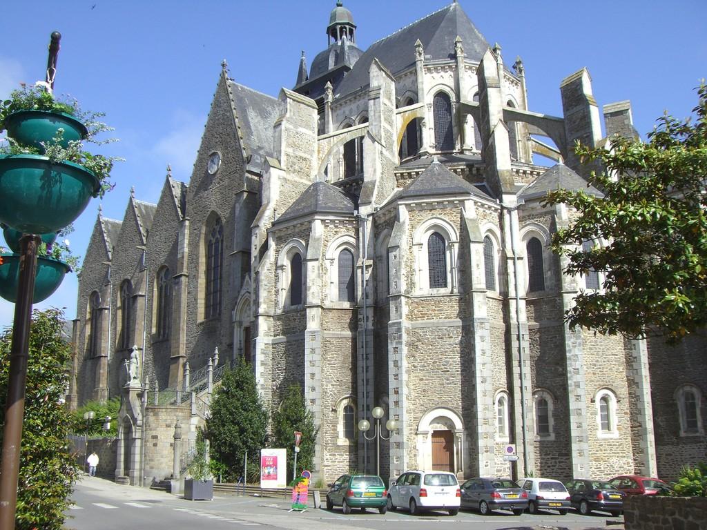 Basilique Notre Dame des Miracles (Mayenne)