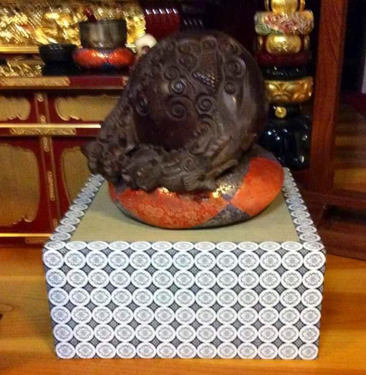 小田原市内のお寺様からご注文の木魚台です。