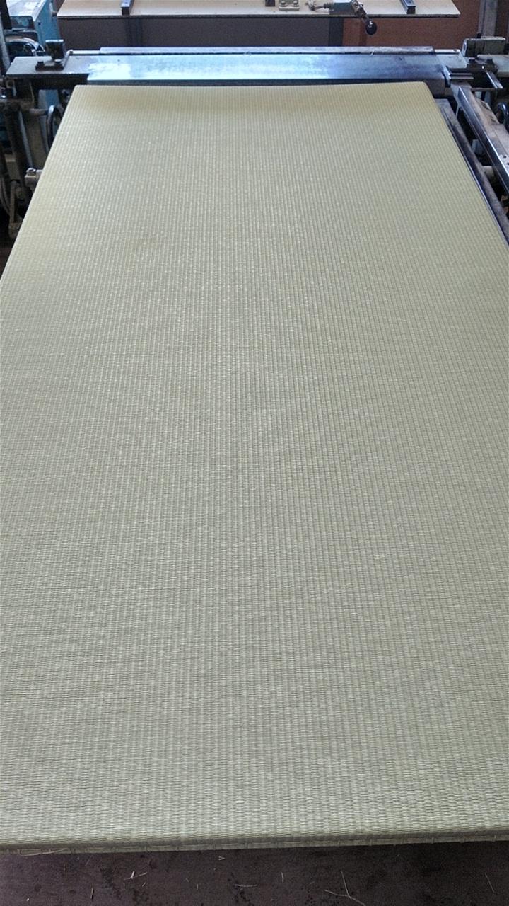 縁無し新畳です。(ダイケン健やかおもて 清流No1 銀白色)