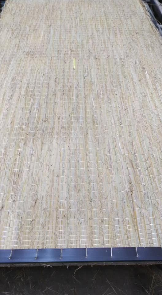 畳床を切断後、コーナー1.5m㎜(補強材)手縫いして足で締め込みました。