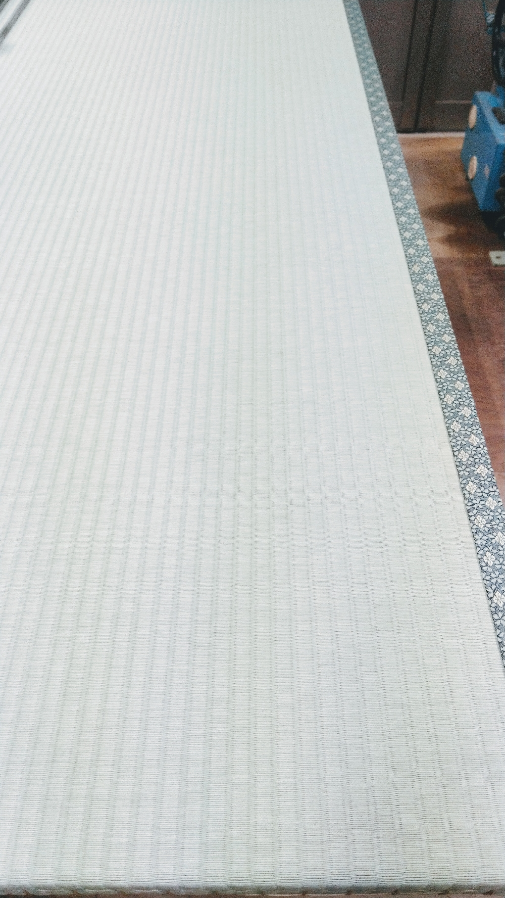 セキスイ美草(樹脂表)グリーン色を使用して新畳作業をしました。