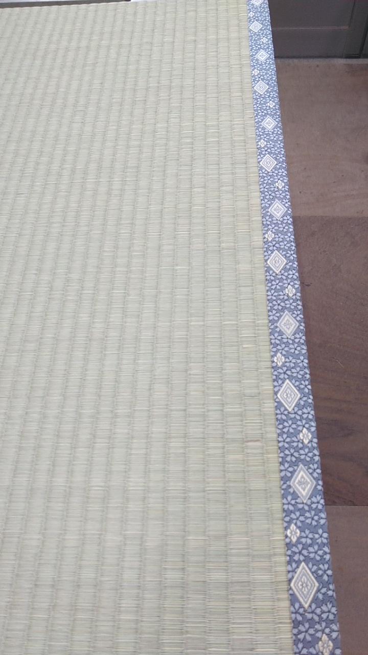 建材床を使用して、新畳作業をしました。畳縁は、アラベスク Ⅴ No520を使用しました。