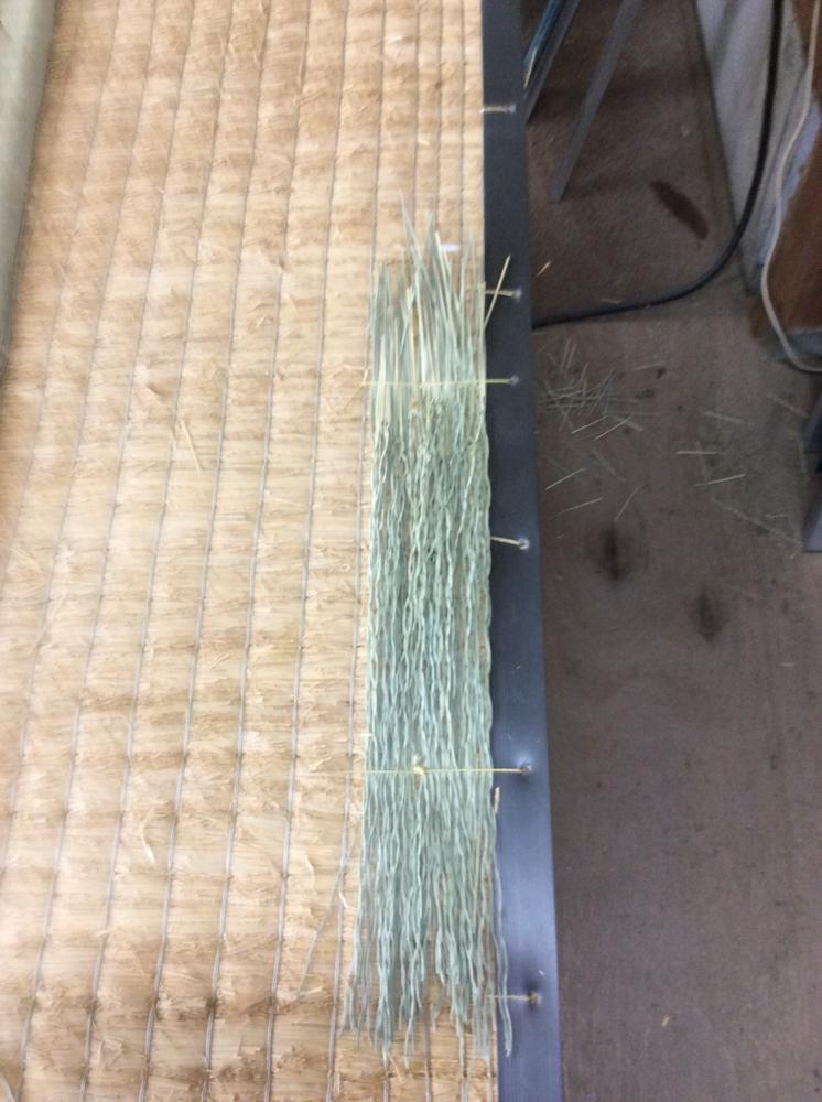 丈修理をコーナー0.75㎜(補強材)を使用して、手縫いしました。
