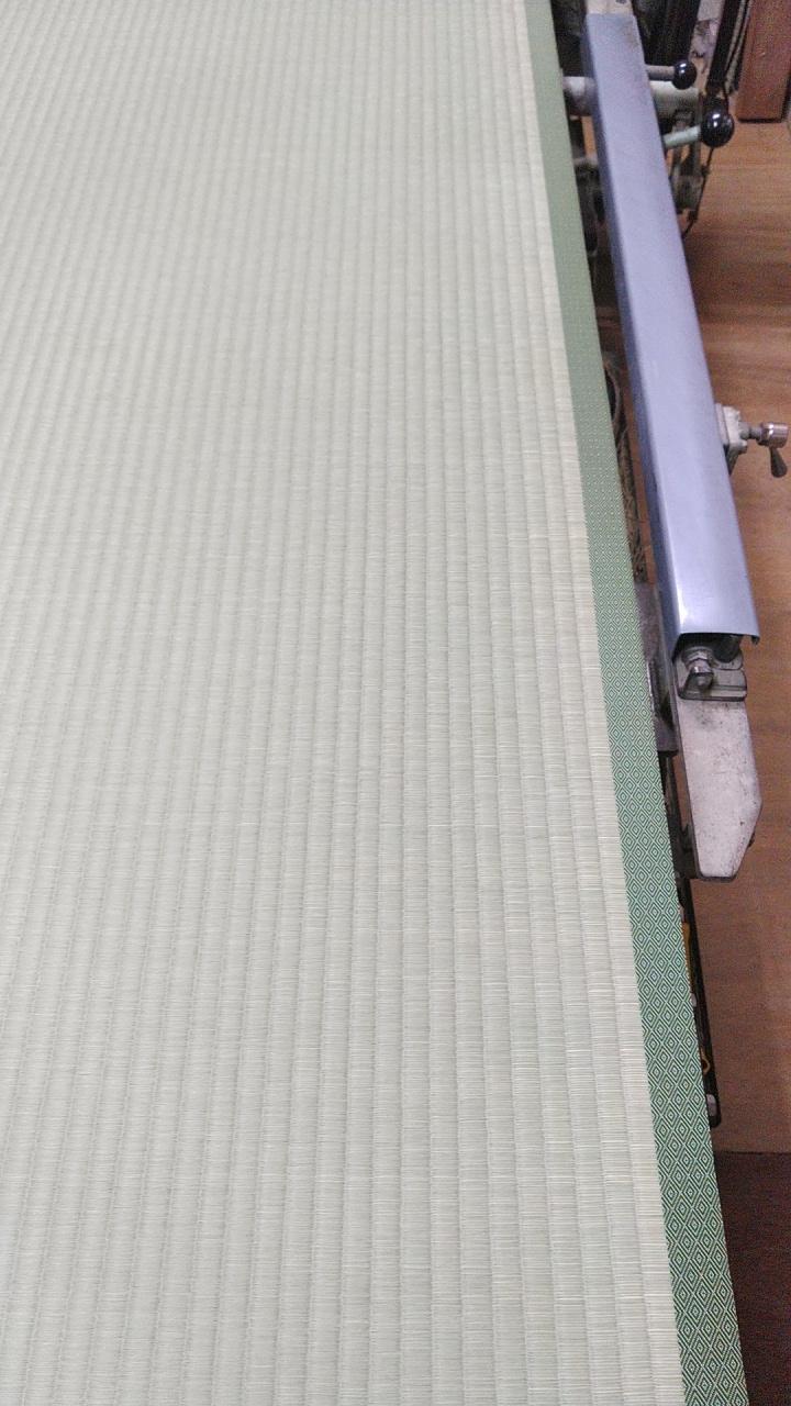 畳床は、軽量ボート床、畳表は、熊本産表を使用して、新畳作業を行っております。