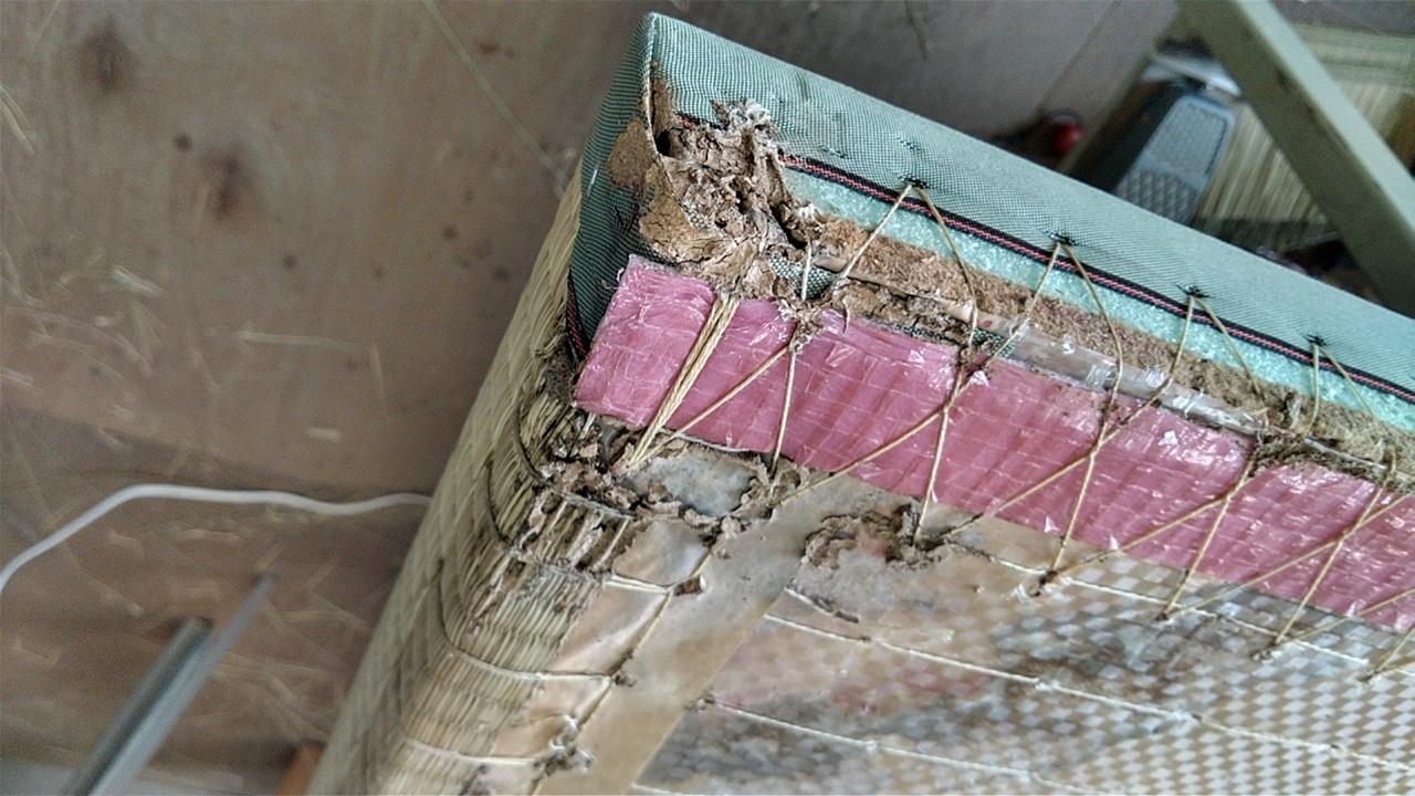 建材床のシロアリ被害です。