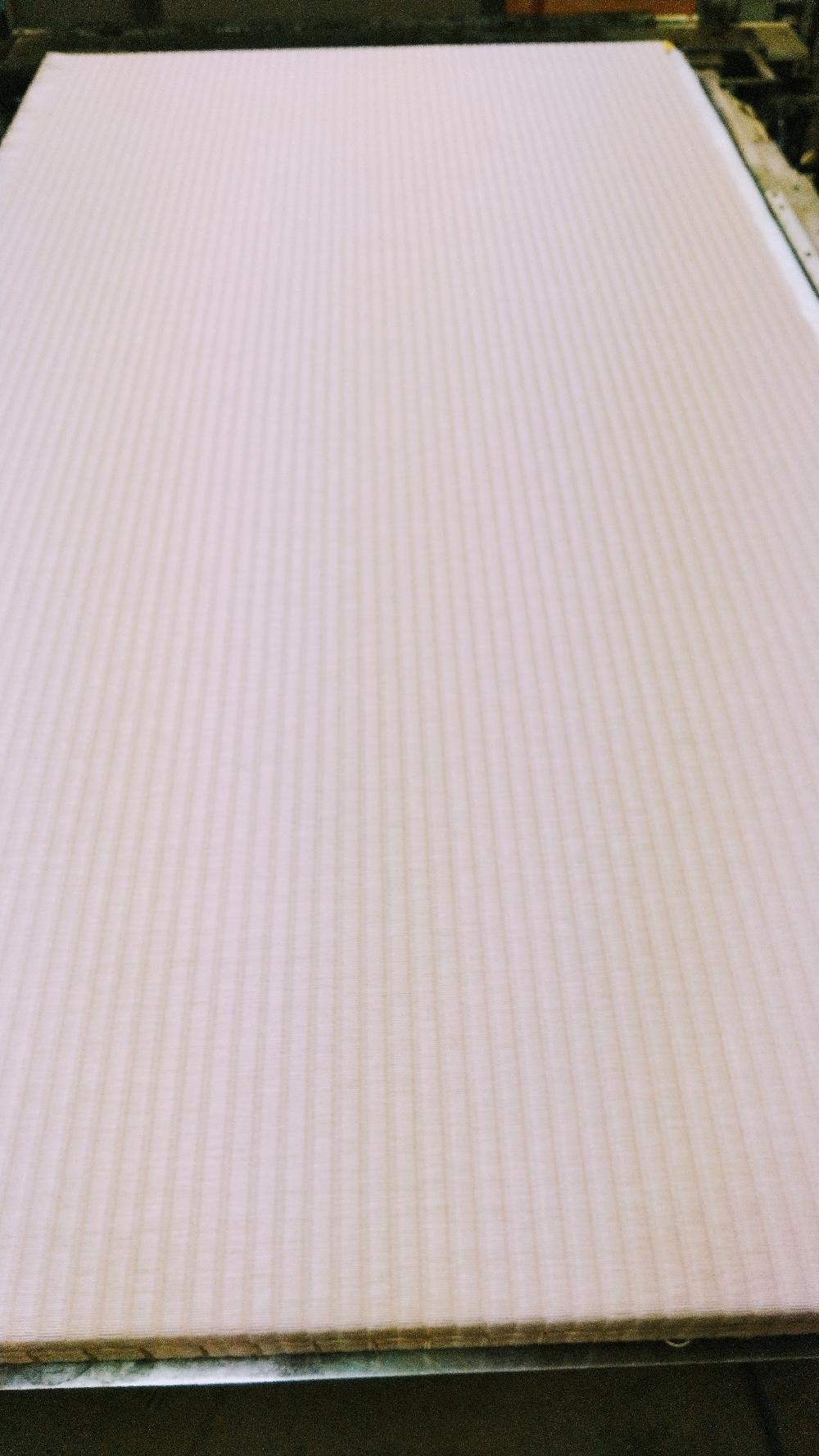 セキスイ美草(樹脂表)ピンク色を使用して新畳作業をしました。