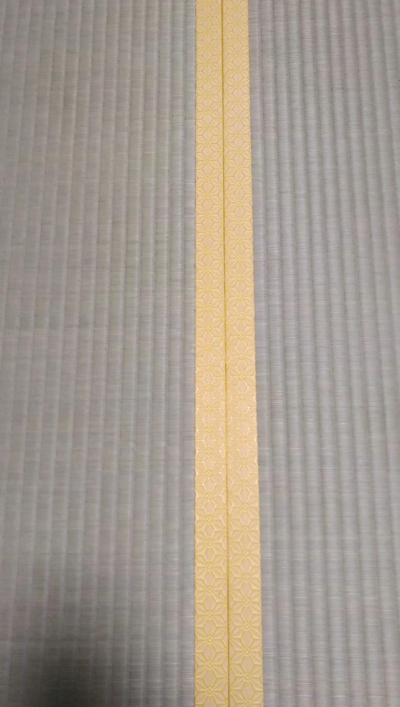 畳縁は、麻の葉柄 No2 黄金色です。