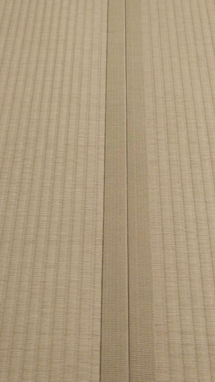 畳縁は、同系色の虞美人草 No7 モカベージュ色を使用しました。