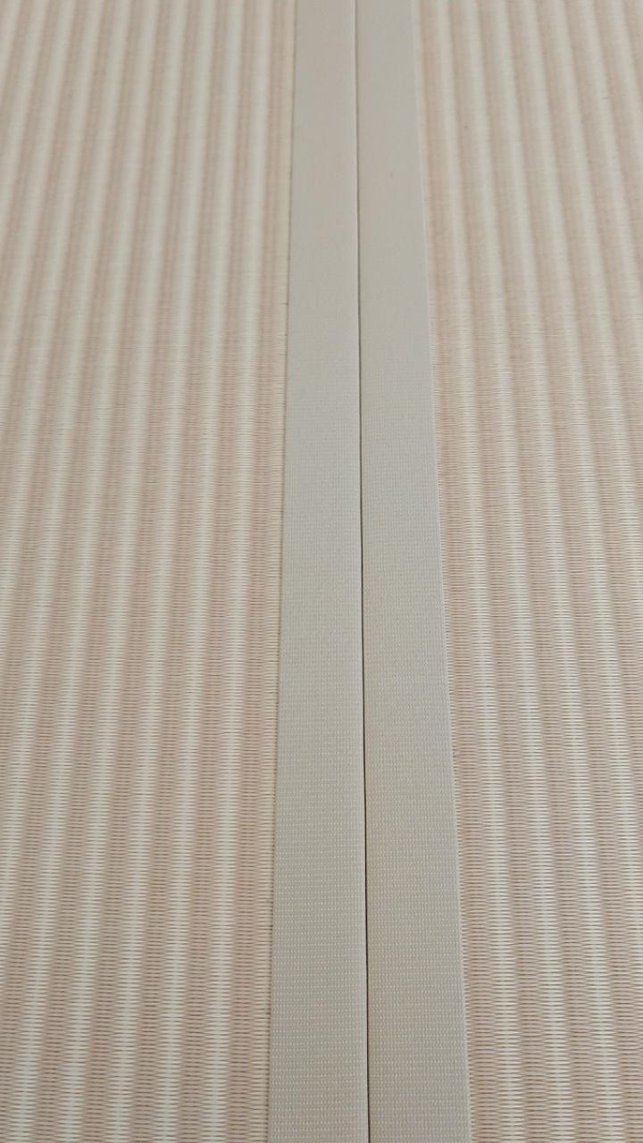 ダイケン健やかおもて、清流ストライプ 乳白色×白茶色と畳縁は、同系色のストリーム乳白色を使用しました。
