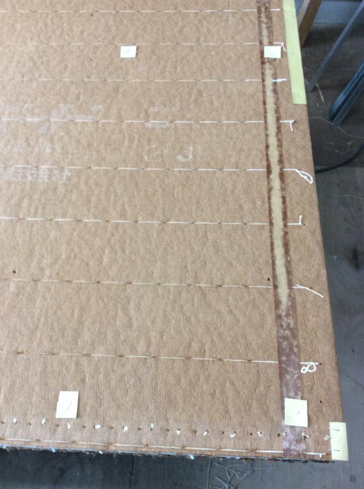 建材床を紙を使用して、丈と凹みの修理をしました。